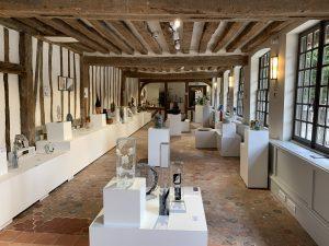 Salle d'exposition de pièces uniques de la Galerie des Arts du Feu